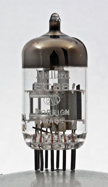Et ça quest-ce que c'est donc hein ? Réponse une EC88 Triode UHF Aaq0243